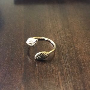Jewelry - Leaf detailed adjustable ring